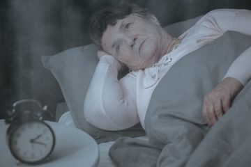 Vieille femme sommeil